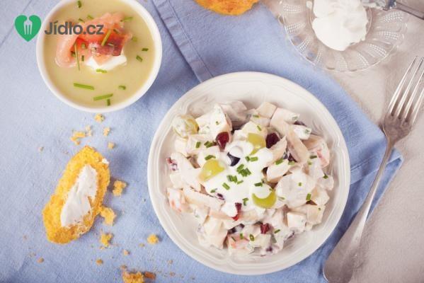 Letní salát s jogurtovým dresinkem recept