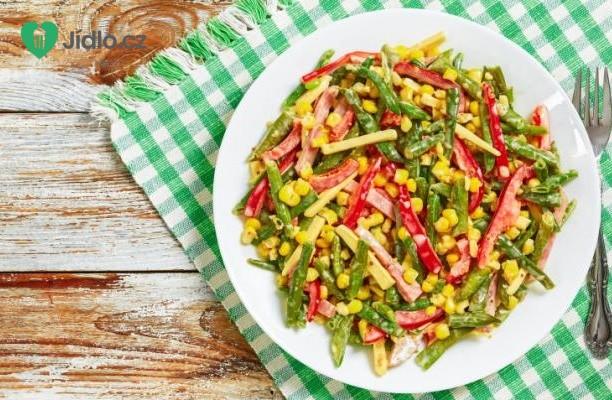 Salát s kukuřicí, fazolkami a rajčetem recept