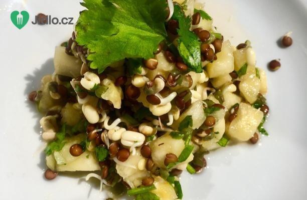 Salát s klíčky, ananasem a koriandrem recept