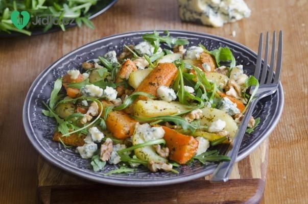 Salát s restovanou zeleninou, jogurtem a sýrem recept