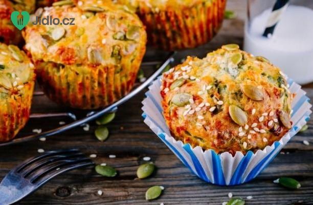 Slané muffiny ze špenátu, cukety a sýru feta recept