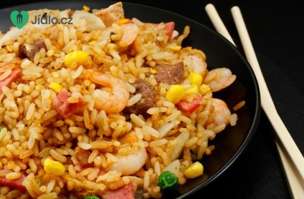 Smažená rýže se slaninou a  krevetami recept