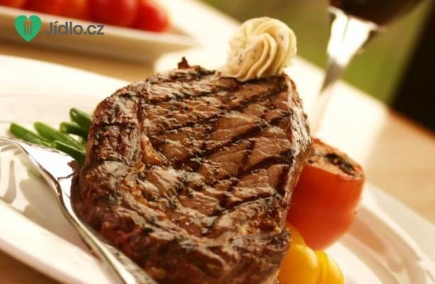 Steak s pikantním máslem recept