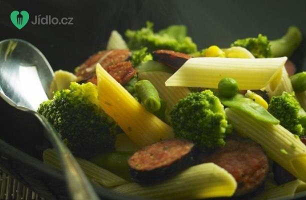 Těstoviny s brokolicí a kuřecími párky recept