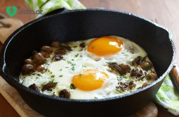 Zapečená vejce se špenátem, houbami a pórkem recept