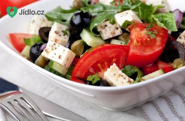Zeleninový salát s naloženým sýrem recept