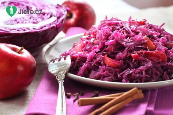 Zelný salát s jablky recept