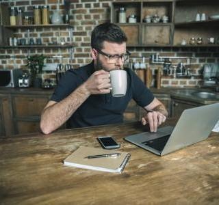 Chcete pracovat z domova na plný úvazek? Několik věcí byste měli dobře promyslet.