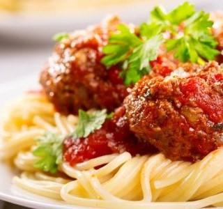 Špagety s masovými koulemi