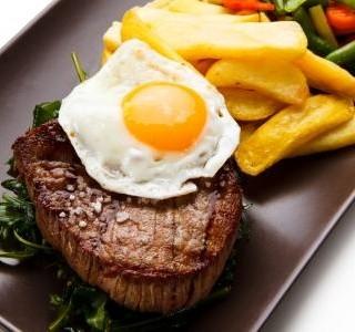 Biftek s vejci