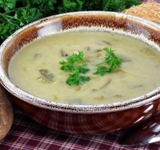 Bramborová zeleninová polévka se smetanou