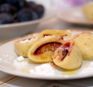 Bramborové ovocné knedlíky