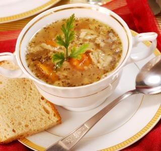Chlebová polévka s klobásou