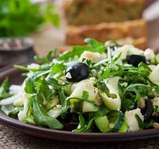 Cuketový salát se sýrem feta