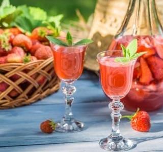 Domácí jahodová vodka