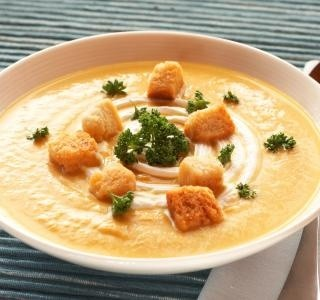 Dýňová polévka s bylinkovými krutónky recept