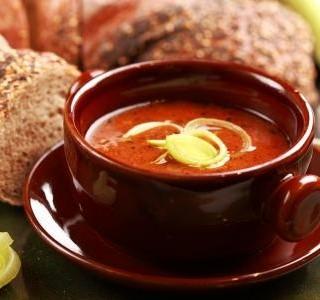 Gulášové polévka z míchaného masa