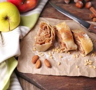 Jablečný závin z listového těsta