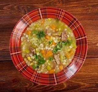 Kroupová polévka s uzeným masem recept