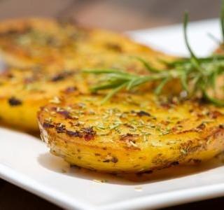 Křupavé brambory pečené v troubě recept
