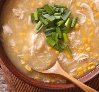 Kuřecí polévka s kukuřicí