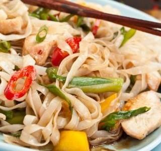 Kuřecí salát s nudlemi na  vietnamský způsob recept