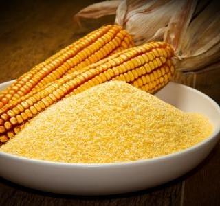 Kukuřičné špecle zapečené se sýrem a cibulí