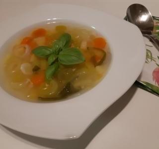Kuřecí polévka se zeleninou
