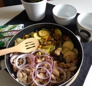 Kuřecí prsa se žampiony a opečenou zeleninou  recept