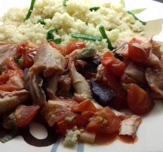 Kuskus s kuřecími kousky, cherry rajčátky a červenou řepou recept