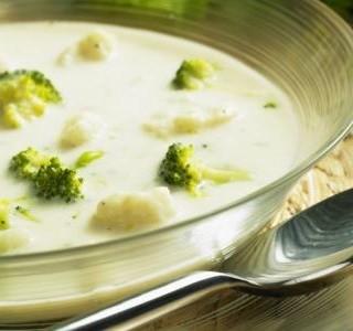 Květáková polévka s brokolicí