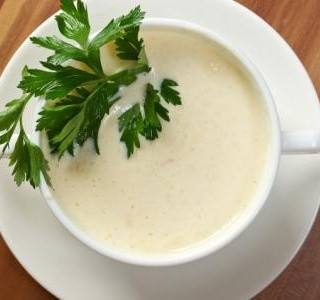 Květáková polévka s pórkem a s kořením Dukkah recept