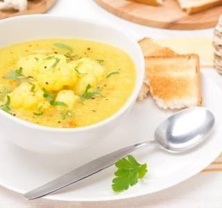 Květáková curry polévka recept