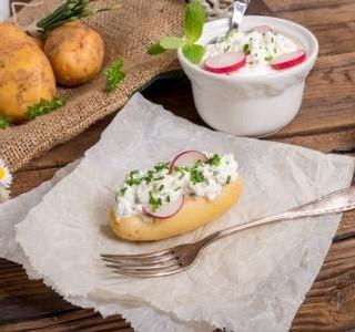 Nové brambory s bylinkovým tvarohem