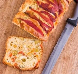Olivový chléb se sušenými rajčaty a chřestem