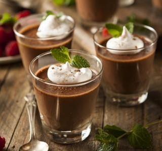 Pohár s čokoládovou pěnou