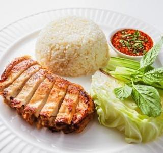 Přírodní kuřecí prsní řízek s rýží
