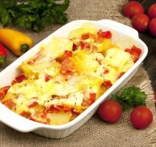 Rajčata a papriky zapečené se sýrem