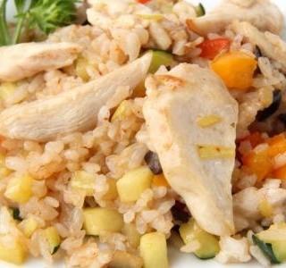 Recept Salát s rýží a s marinovanými kuřecími kousky