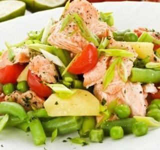 Salát z uzeného lososa  s chilli citronovým dresinkem