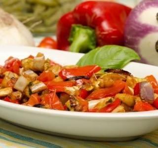 Salát z lilku, papriky a rajčat recept