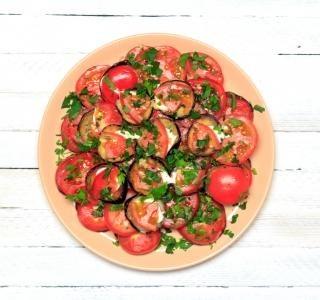 Smažené lilkové jednohubky s rajčátky recept