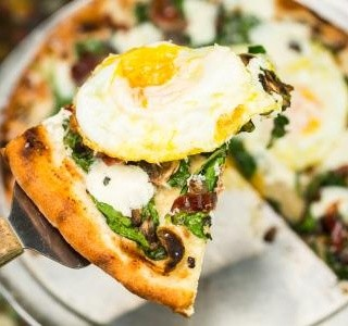 Snídaňová pizza