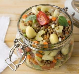 Těstovinový salát s čočkou recept