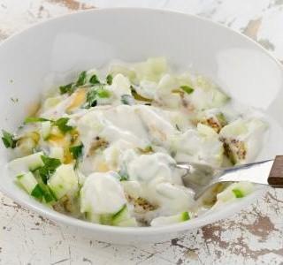 Tzaziki s bramborami jako salát