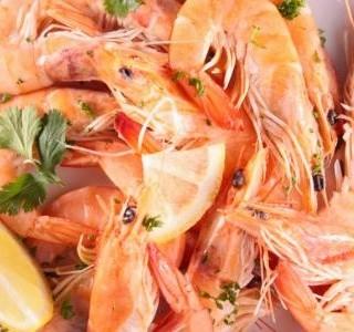 Vařené krevety se zázvorem