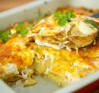 Zapečené brambory se sýrem