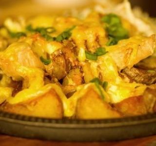 Zapečené kuřecí maso se smetanou a bramborami