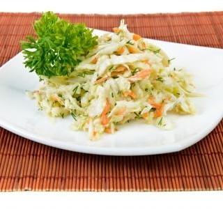 Zeleninový salát z hlávkového zelí