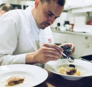 Degustační charitativní večeře v Café AdAstra s Filipem Sajlerem